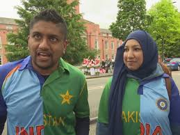 IND vs PAK Couples carrying shirts come to the World Cup clash with both India and Pakistan flags